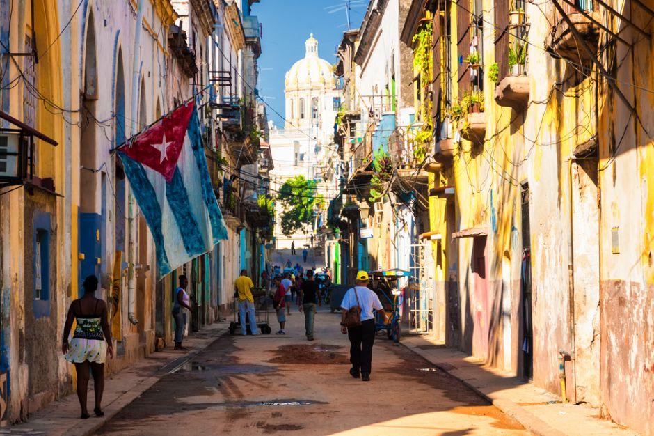 Al normalizar relaciones diplomáticas, propuesta bipartidista ampliaría acceso a internet en Cuba