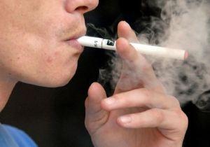 """Triplica cifra de adolescentes fumadores de """"e-cigs"""" en lapso de un año"""