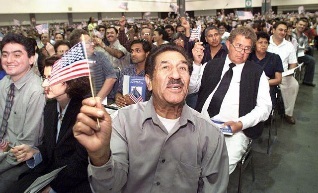 Un tercio de los residentes legales son elegibles para naturalizarse