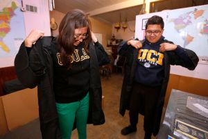 Proponen ofrecer exámenes de ingreso a la universidad de manera gratuita en California