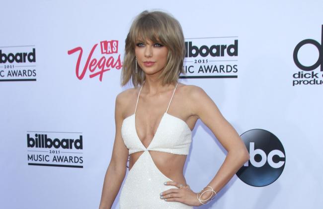 Taylor Swift mete un gol a Apple