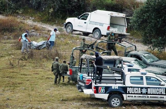Hallan 4 cuerpos en Chilapa; Grupo armado se llevó a 5 familiares de exjefe de policía