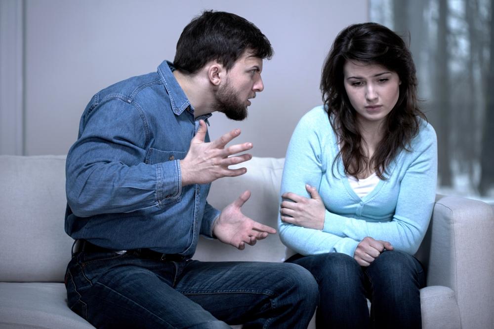 Los gritos y el abuso verbal o físico durante el noviazgo te dicen que serás una víctima de la violencia doméstica al formalizar tu relación con el matrimonio o la unión libre.