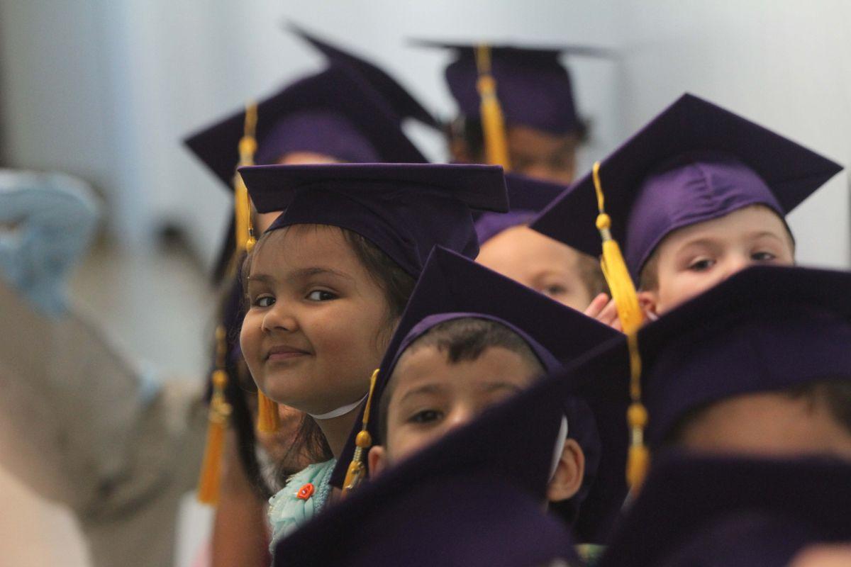 Estudiantes hispanos se retrasan en preparación universitaria