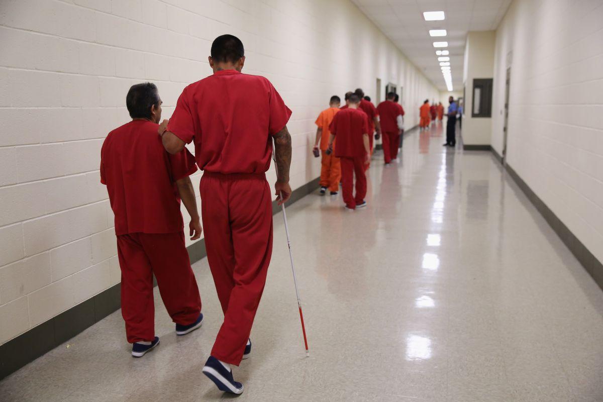 Congresista pide investigar contrato millonario a empresa de centros de detención de migrantes