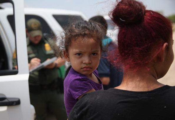 Niñitos de 3 años pueden defenderse solos en tribunales migratorios, según juez