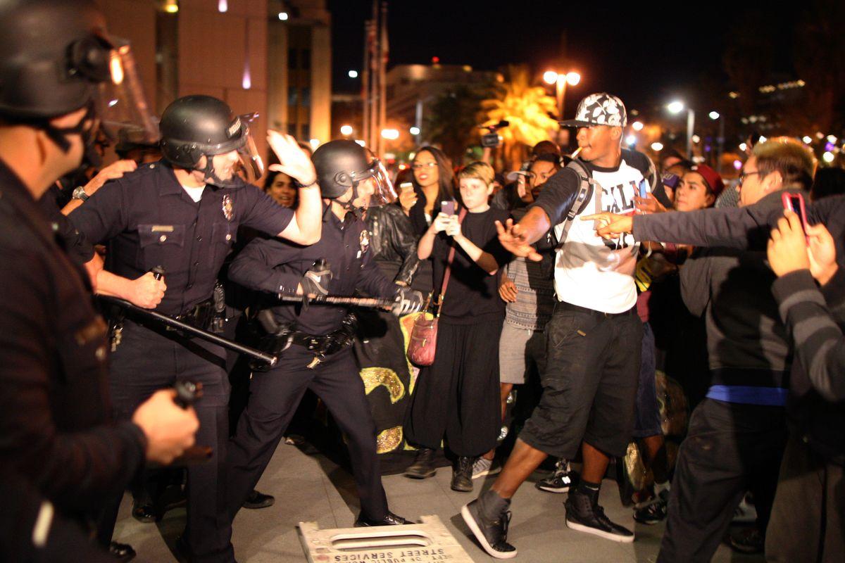 ¿Por qué la muerte de latinos a manos de policías tienen menor repercusión?