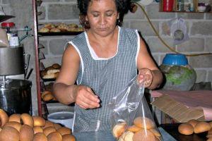Migrantes mexicanos piden ayuda a diputados de su país