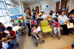 Texas seguirá negando actas de nacimiento a hijos de indocumentados