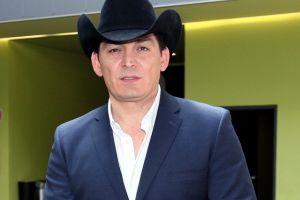 Video: José Manuel Figueroa sufre caída de caballo durante presentación