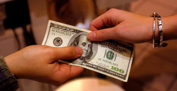 El peso mexicano pierde terreno ante el dólar.