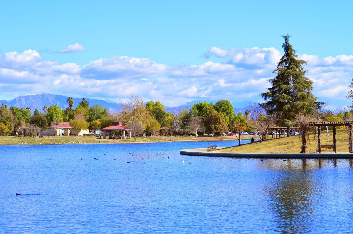 Lake Balboa, junto a Grifith Park o Elyisian Park, son tres de las opciones para pasar un día en el parque con la familia o amigos.