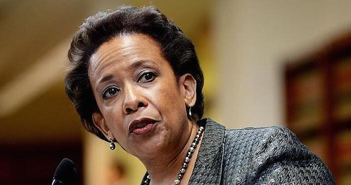 Lynch contestará a congresistas que piden datos latinos muertos por la Policía