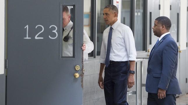 Obama pidió un sistema que rehabilite y no criminalice a personas por delitos menores.
