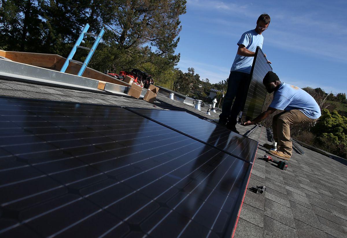 La energía solar ya emplea a más de 100,000 personas en el estado, a la cabeza de Estados Unidos.