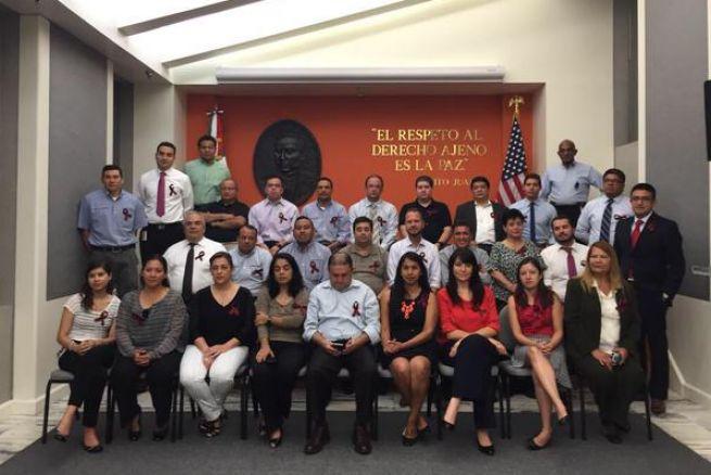 Cientos de empleados de consulados mexicanos en EEUU se declaran en huelga