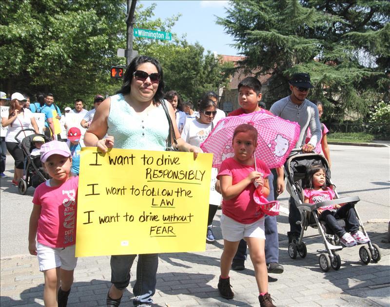 Inmigrantes presentan demanda contra oficina de licencias de Georgia