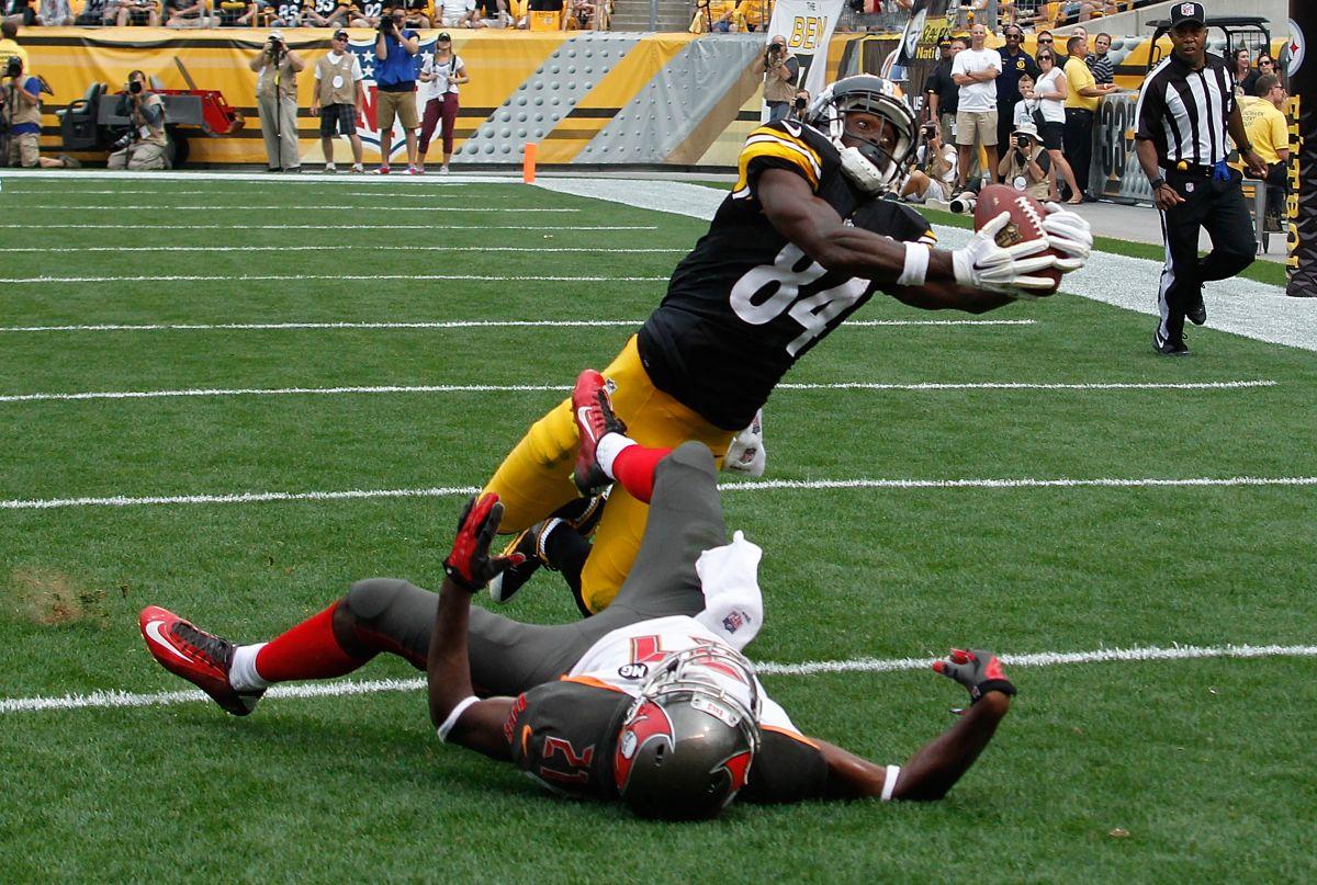 El control de su cuerpo en el aire es una de las grandes virtudes de Antonio Brown, receptor de los Steelers / Getty Images