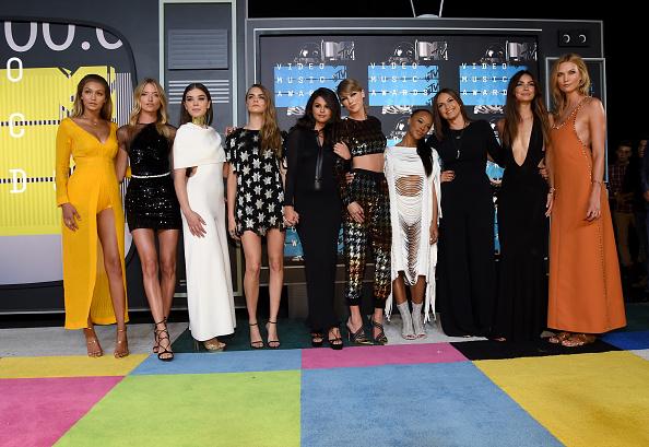 Así lucieron los famosos en la alfombra roja de los MTV VMAs