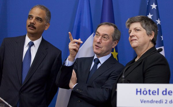 Piden la renuncia de Eric Holder