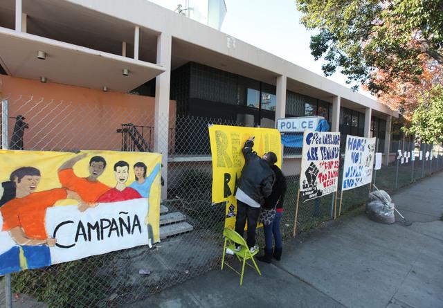 Vecinos renuevan expuesto policial