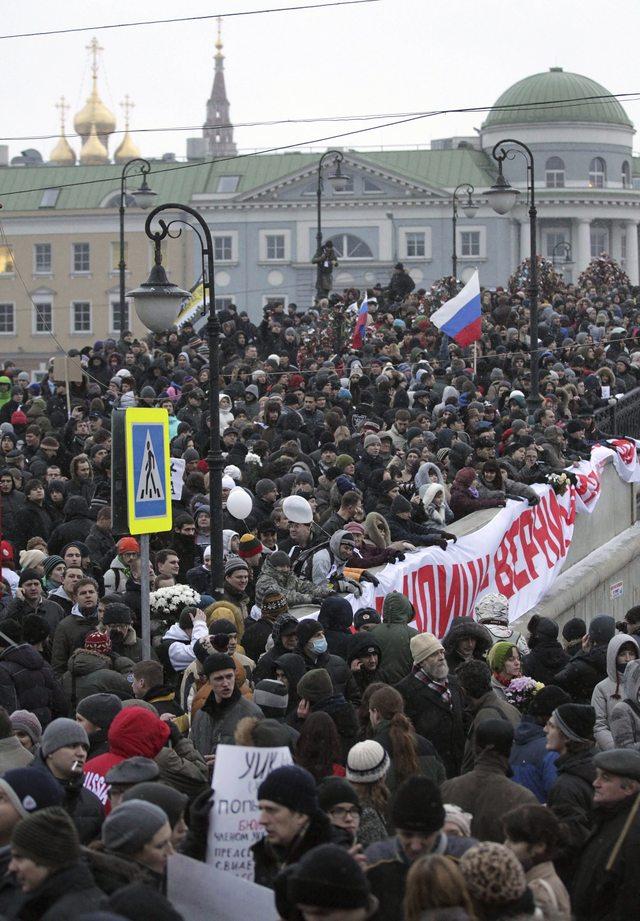 Rusos protestan contra comicios