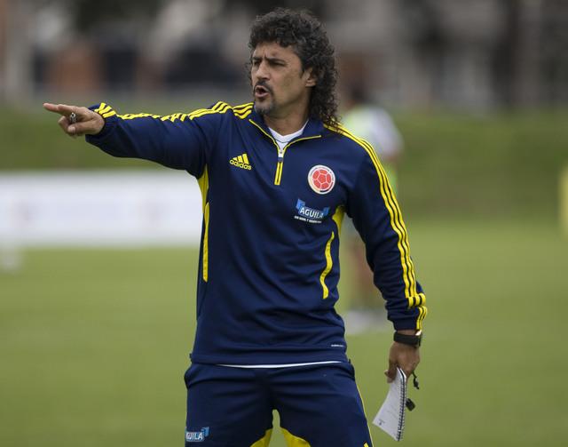 Leonel Álvarez está fuera