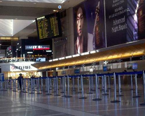 Angelinos abandonan el aeropuerto