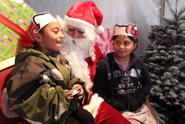 Familias pobres celebran la Navidad
