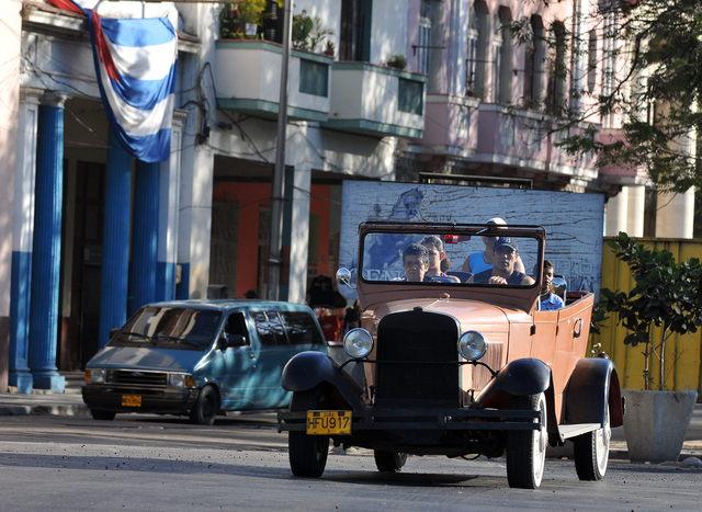 Cubanos esperan por  cambios migratorios