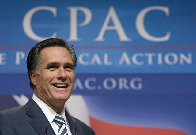 Mitt Romney y Ron Paul encabezan sondeos en Iowa