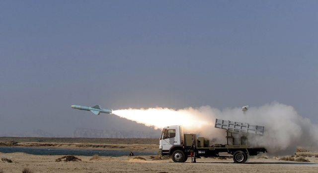 Irán lanza misiles