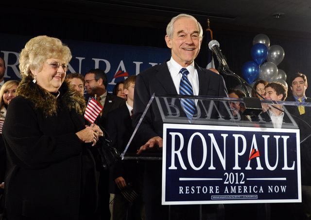 Entre Romney  y Santorum