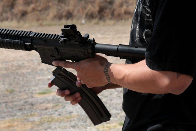 En los estados fronterizos con México hay miles de establecimientos para comprar armas.