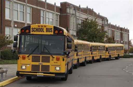 Aparece 'gasolina' para transportar estudiantes