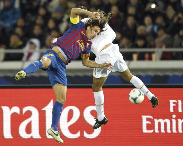 El defensa Carles Puyol es el hombre que le imprime fuerza,  carácter y personalidad a la zona defensiva del actual campeón de España.