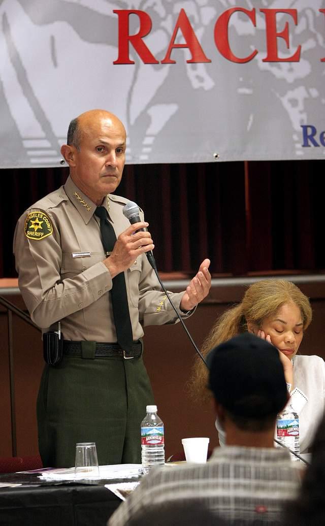 El abogado de los demandantes  envió una carta  al sheriff Lee Baca y al  fiscal del condado  para reportar esa situación.
