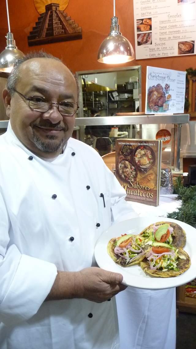 El chef Gilberto Cetina sobresale en este país por la sazón del estado de Yucatán.