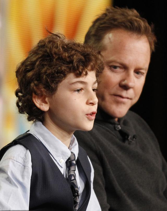 Kiefer Sutherland (der.) con el actor David Mazouz, estrellas de 'Touch', nueva serie de Fox.