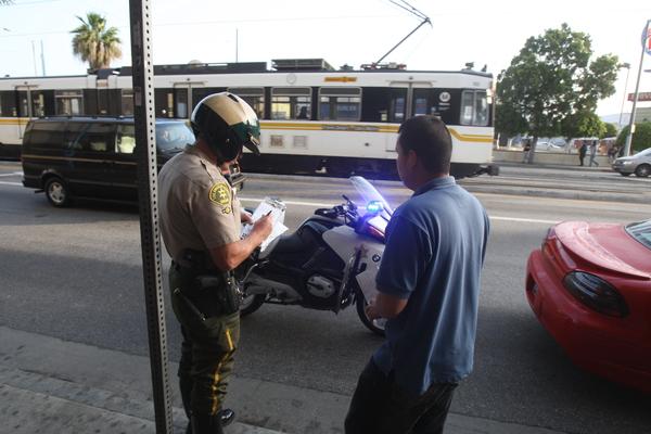 Multan a menor mexicano de 6 años por chocar moto