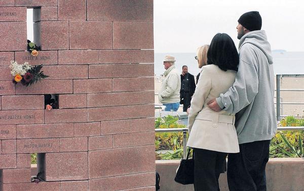 Una placa de recordación del lugar donde se estrelló el fatídico vuelo.