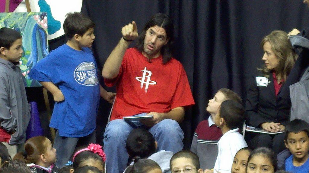 Rockets promueven la lectura en escuelas de Houston