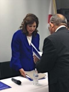 Secretaria de Trabajo Solís se reúne con comunidad hispana
