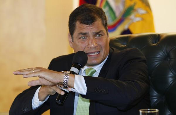 Ecuatoriano demanda a presidente Correa