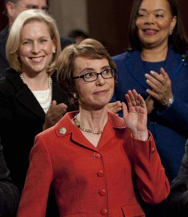 La representante estadounidense Gabrielle Giffords (c)