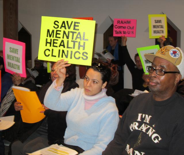 Pacientes luchan por evitar el cierre de clínicas de salud mental