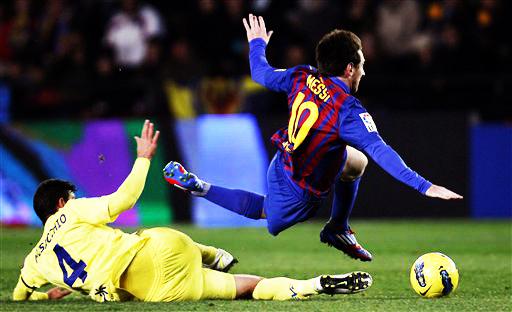 Real Madrid gana y Barcelona no logra mantener el paso