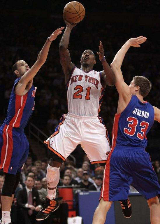 Anthony regresa y los Knicks ganan