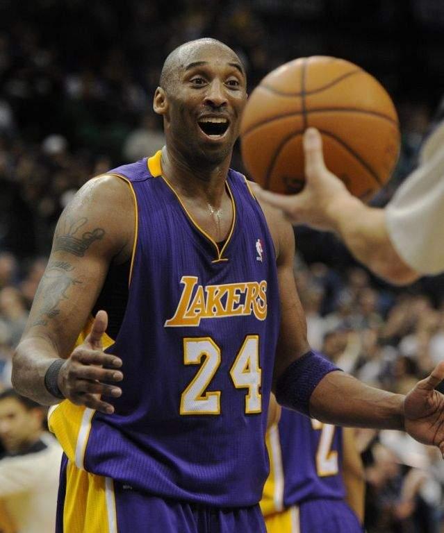 Los Lakers ganan sin piedad