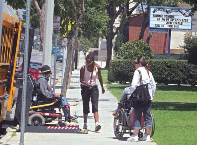 A las personas discapacitadas les resulta difícil o muy difícil recibir apoyos del gobierno a pesar de que su vulnerabilidad para el empleo y para ser autosuficiente.